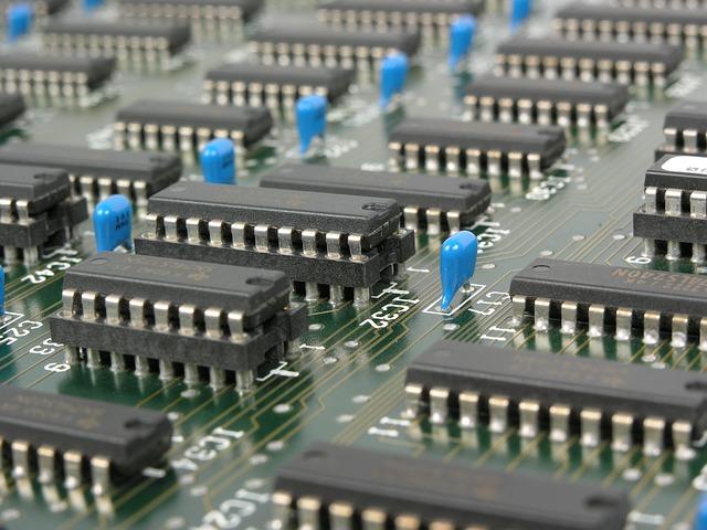 张召忠:芯片这么重要 为什么不早早布局自行研发