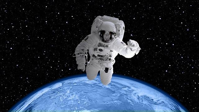 space-suit-2539247_640.jpg