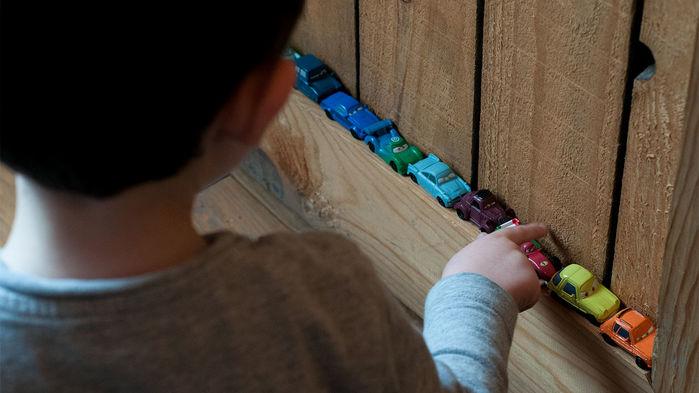 自闭症儿童可能会继承父亲的DNA突变导致