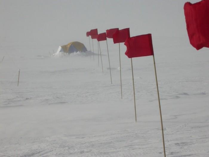 科学家记录到地球表面最低温度 - 零下100°C