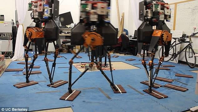 加州大学研发AI双足机器人 可自动躲避障碍物