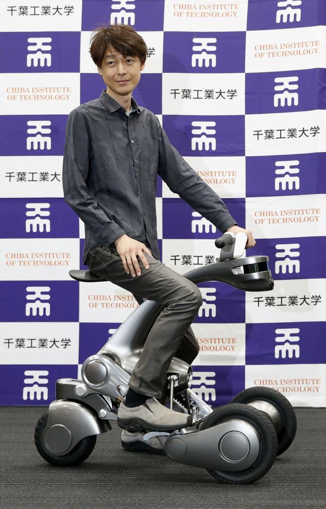日本一大学研发出可变身摩托车的机器人