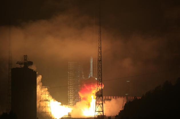 中国航天技术新突破:最强固体火箭发动机热试车成功