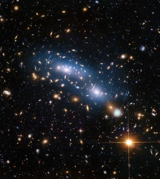 天文学家提出观察暗物质的新方法 基于哈勃收集的引力透镜数据