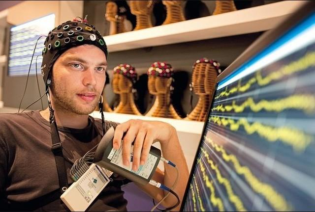 Facebook十亿美元买下脑机接口初创公司:用腕带解码神经元信号